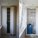 шкаф на балконе со складными дверями