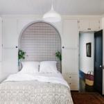 шкаф аркой в спальне над кроватью