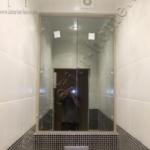 встроенный шкаф в туалете - зеркальные дверцы
